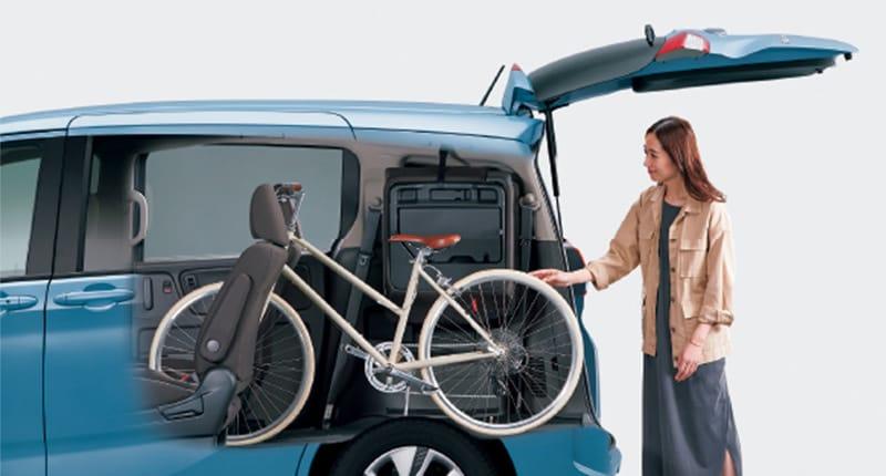キャプテンシートの「通路」を活かせば、自転車をそのまま積めます。