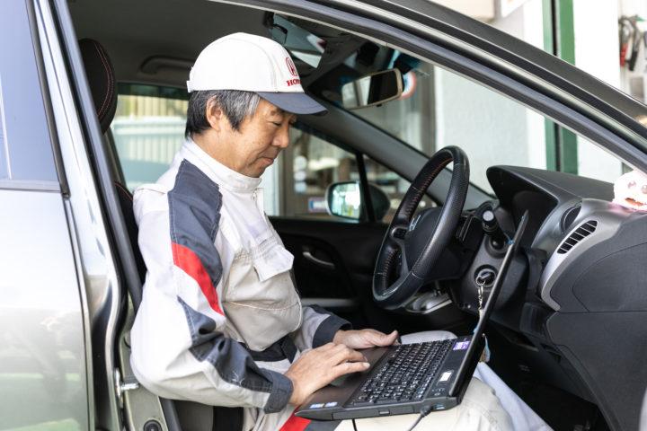 国家1級自動車整備士が2名、ホンダサービスエンジニア1級資格は3名の整備士が持っている。