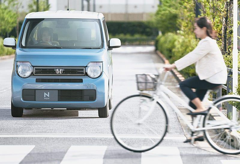 横断中の自転車にも目が届く。