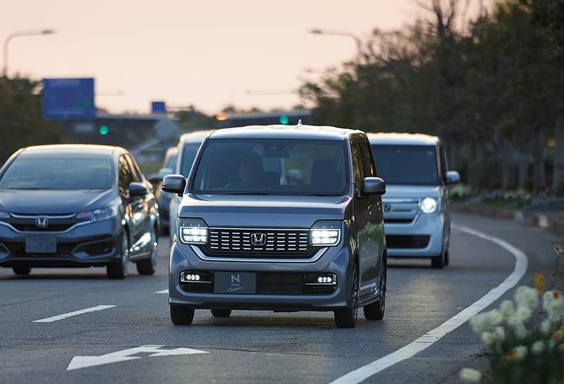 高速道路の渋滞中も、運転がラクになる。